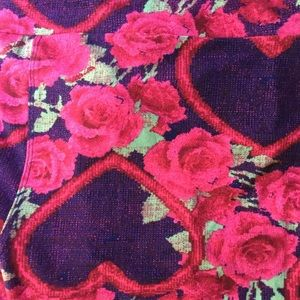 LuLaRoe TC Leggings Hearts Roses Dark Floral NWT